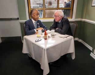 011016-SANDERS-SHARPTON-DM-2 Reverend Al Sharpton having breakfast with Presidential candidate Bernie Sanders in Sylvia's Restaurant in Harlem, NYC. David McGlynn 2/10/16