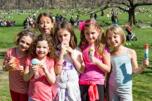 041017-WEATHER-DM-8 People enjoying warm weather in Sheep Meadow lawn, Central Park, NYC. Here: Gabriela Oeser (center) celebrating 7th birthday with friends. David McGlynn 4/10/17