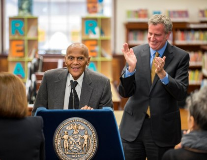 050817-BELAFONTE-DM-10 Mayor and dignitaries at dedication of the Harry Belafonte 115th Street Library, 203 W 115th St, New York, NYC. Left to right: Harry Belafonte, Bill de Blasio. David McGlynn 5/8/17